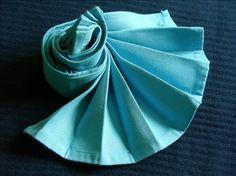 easy peasy napkin Easy Napkin Folding, Easy Peasy, Fan Recipe, Aunt, Recipes, Napkins, Xmas Ideas, Table Settings, Event Decor