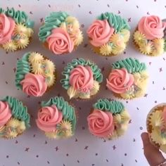 Shades of Teal Floral Cupcakes Cupcake Decorating Tips, Cake Decorating Frosting, Creative Cake Decorating, Cookie Decorating, Cupcakes Flores, Floral Cupcakes, Pretty Cupcakes, Cupcakes For Girls, Cupcake Bouquet Diy