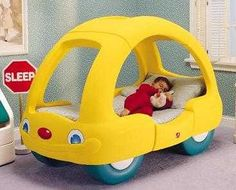 that stop sign... says... SLEEP   Aww.  I HATE THESE CAR SHAPED BEDS!  lol  I HATE THEM SO MUCH.