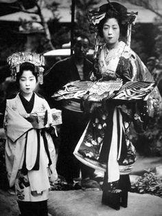 Japaese Tayuu (Oiran) and Kamuro (attendant)