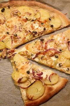 Tunnustan ensin, että suhtauduin hyvin epäileväisesti pizzaan, jossa ei ole tomaattikastiketta. Eihän pizzaa voi tehdä ilman tomaattia?