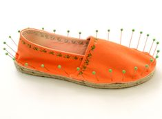 Glass head pins hold fabric in place on Dritz DIY Espadrilles. Great summer #sewing project
