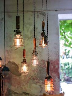 ensemble de 5 baladeuse industrielle des USA equipant les caves de new York #LampIndustrielle