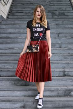 My Vienna Fashion Week Street Style Look Long Skirt Outfits, Midi Skirt Outfit, Dress Skirt, Pleated Skirt Outfit Casual, Swag Dress, Dress Shoes, Moda Outfits, Skirt And Sneakers, Sneakers Fashion Outfits