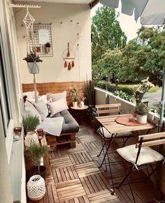 28 Elite Balcony Couch Design ideas With Pallets That Make You Feel Comfortable . - 28 Elite Balcony Couch Design ideas With Pallets That Make You Feel Comfortable – Balcony Decorat - Small Balcony Design, Small Balcony Decor, Outdoor Balcony, Outdoor Decor, Condo Balcony, Small Balcony Garden, Small Balconies, Balcony Gardening, Balcony Plants