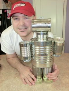 This is a guide about making a tin can robot. This is a great recycle project for you and the kids to make together. Tin Can Man, Tin Man, Soda Can Crafts, Cute Crafts, Rock Crafts, Tin Can Robots, Recycle Cans, Upcycle, Recycling