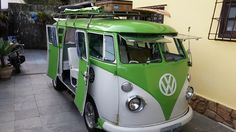 VW Bus - Green and White