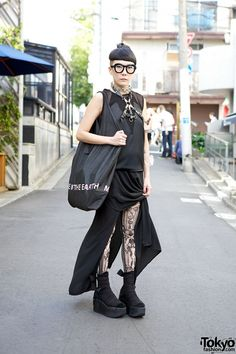 Edgy Monochrome Street Fashion w/ re:shop & Tokyo Bopper in Harajuku