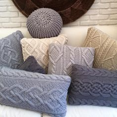 Bem Sao Paulo! #MF8HOME#55x55 #40x70#grey mood #decoradores #instafriends #tricot #handmade#interiordesign #decoraçao #revistajp#dadocb Knitted Cushions, Knitted Blankets, Crochet Home, Knit Crochet, Cozy Blankets, Throw Pillows, Sewing Crafts, Sewing Projects, Creation Couture
