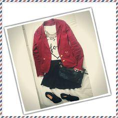 Blazer com t-shirt Saia com meia-calça preta fio 20 Bota/sapato Vizzano Colar moedas ciganas e bolsa carteira