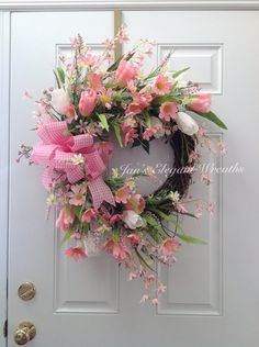 how to make deco mesh and flowers spring wreath Spring Door Wreaths, Easter Wreaths, Summer Wreath, Holiday Wreaths, Pink Wreath, Tulip Wreath, Floral Wreaths, Corona Floral, Wreath Crafts