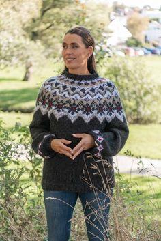 Strikkemekka.no - Mogen Genser av SD Beret, Sd, Christmas Sweaters, Men Sweater, Pullover, Fashion, Threading, Moda, Berets