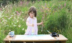 Iris Grace Halmshaw  bimba affetta da autismo comunica con la pittura