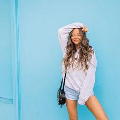 4.1m Followers, 644 Following, 2,483 Posts - See Instagram photos and videos from Lauren Riihimaki (@laurdiy) Instagram Pose, Instagram Outfits, Instagram Fashion, Sarah Betts, Lauren Riihimaki, Candid Girls, Teen Fashion, Fashion Outfits, Friend Poses