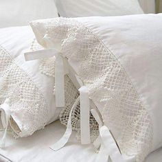 Ivory White Lace Pillow Shams, Shabby Country Cottage Decorating - very easy to make Country Stil, French Country, French Style, White Cottage, Rose Cottage, Linens And Lace, White Linens, Vintage Lace, Crochet Lace