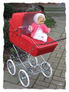 . Baby Doll Play, Baby Dolls, Pram Stroller, Baby Strollers, Silver Cross Prams, Vintage Pram, Prams And Pushchairs, Dolls Prams, Baby Prams