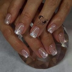 False nails have the advantage of offering a manicure worthy of the most advanced backstage and to hold longer than a simple nail polish. The problem is how to remove them without damaging your nails. Sparkle Nails, Glitter Nail Art, Fancy Nails, Love Nails, Trendy Nails, Glitter Tattoos, Fabulous Nails, Gorgeous Nails, Nail Polish Designs