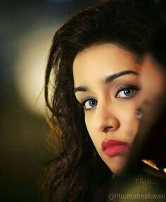 Looks Like The Indian Actress , Shraddha Kapoor ! Bollywood Heroine, Beautiful Bollywood Actress, Most Beautiful Indian Actress, Prettiest Actresses, Beautiful Actresses, Indian Celebrities, Bollywood Celebrities, Indian Bollywood, Bollywood Stars