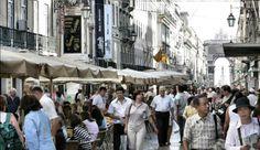 Lisboa acoge en junio sus fiestas populares   via Tus Destinos 05.06.2014   Durante el mes de junio Lisboa celebra sus fiestas tradicionales en honor a San Antonio con desfiles, conciertos, espectáculos, talleres, festivales, además de muestras de cine.