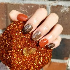 These give me true fall vibes 😍 dip powder nails Fall Gel Nails, Cute Nails For Fall, Autumn Nails, Summer Nails, Natural Nail Designs, Fall Nail Designs, Art Designs, Dip Nail Colors, Disney Nails