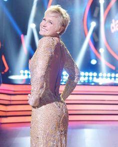 Xuxa abusa da sensualidade na reestreia do 'Dancing Brasil'