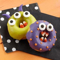 Candy-coated donuts with candy corn teeth are ready to chow down on Halloween. Bake them in our non-stick donut pan and give them personality with our candy eyeballs. Halloween Donuts, Halloween Desserts, Halloween School Treats, Halloween Party Supplies, Halloween Food For Party, Cute Halloween, Holidays Halloween, Halloween Decorations, Halloween Dishes