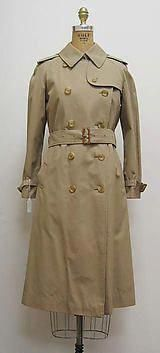 075b44c18eb Shop Women s Burberry Tan size M Trench Coats at a discounted price at  Poshmark. Description  Used Burberry coat in great condition ❗ ❗️price firm  ...