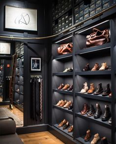 Luxury Walk In Closet Design Ideas for the Sophisticated Home Walk In Closet Design, Closet Designs, Master Closet, Closet Bedroom, Bedroom Small, Bedroom Storage, Master Bedroom, Garderobe Design, Style At Home