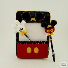 Risque e rabisque Mickey de cartonagem com revestimento em tecido com bloco e as ponteiras.