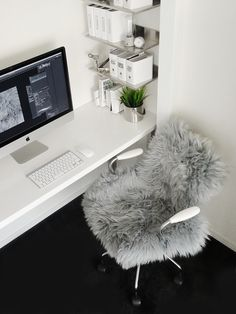 BLOGで自分と向き合う時間を大切に Home Office, Animals, Desk, Animaux, Home Offices, Table Desk, Animal, Animales, Offices