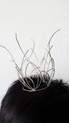 Picture of From Bangles to Crown Handmade Wire Jewelry, Metal Jewelry, Pi Art, Wire Crown, Make A Crown, Crochet Motif Patterns, Bead Studio, Twisted Metal, Bangles Making