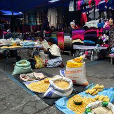 Plaza de Ponchos, Mercado artesanal en Otavalo #Ecuador