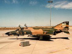 Us Military Aircraft, Military Jets, Post War Era, F4 Phantom, Aircraft Photos, Emergency Response, Us Air Force, Vietnam War, Cold War