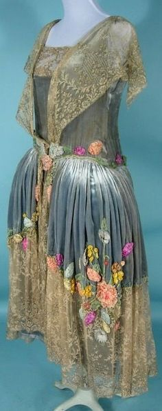 RARE c. 1924 SADIE NESMER ORIGINAL MODEL Robe de Style Silk Velvet, Lace and Appliqued and Beaded Silk Flowers! Museum Deaccessioned! Antique Dress - Item for Sale $5,750