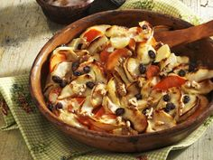 Süßkartoffelgratin mit Äpfeln und Sultaninen ist ein Rezept mit frischen Zutaten aus der Kategorie Kernobst. Probieren Sie dieses und weitere Rezepte von EAT SMARTER!