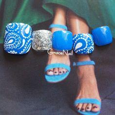 Pretty Toe Nails, Cute Toe Nails, Cute Toes, Pretty Toes, Pedicure Nails, Mani Pedi, Almond Nails Designs Summer, Summer Feet, Feet Nails