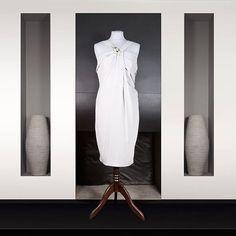 Les folies d'Elodie : Robe en soie gris perle Décolleté plissé Bijoux en perle sur le décolleté Women's Knee Length Dresses, Silk, Womens Fashion