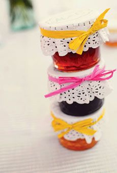 MIRANDA & COLIN IN MARIETTA, GA For the favors, Miranda's mother hand-made and jarred five flavors of jam from fruits grown on the bride's family property in Tennessee; the small jars were embellished with a white doily and raffia. Wedding Favors And Gifts, Jam Favors, Edible Wedding Favors, Party Favors, Spring Wedding, Diy Wedding, Wedding Rustic, Garden Wedding, Tiny Gifts