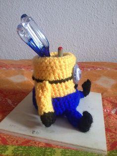 Porta lápices de los minions hecho con Lana