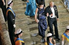Scientist Accepts Nobel Prize Wearing Dress Depicting Her Discovery | IFLScience