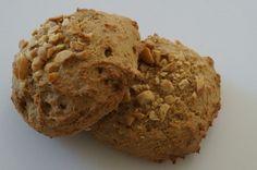 Lækre peanutboller - både gluten- og sukkerfri. Denne opskrift er velegnet til dig, der lever efter low carb eller LCHF principperne