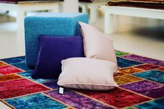 #tappeti #multicolor #patchwork #pillows #pouf #cuscini #agrigento #homedesign #homeinteriors #arredamento by giambratappeti http://discoverdmci.com