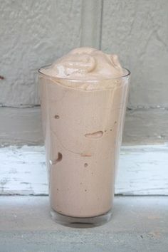 SKINNY SHAKE: 3/4 cup almond milk, 15 ice cubes, 1/2 tsp Vanilla, 1-2 Tbsp unsweetened coco powder, 1/2 banana, blend. Supposed to taste like a Wendi's frosty