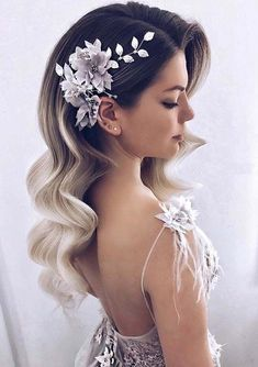 There are a lot of ideas for wedding hairstyles and haircuts for women to make them attractive in 2018. We have compiled in this post the gorgeous trends of long hair waves to wear on wedding day. You may use to sport these elegant types of bridal hair waves for unique and absolutely stunning hair look nowadays. #weddinghairstyles
