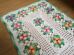 Tapete de crochê feito a mão por Tomie