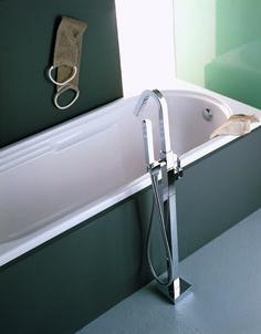Ce mitigeur baignoire sur pied de la collection X-CHANGE MONO by TREEMME se compose d'un design avant-gardiste, fonctionnel et d'une élégance folle. X-change Mono se décline en mitigeurs lavabo à poser, muraux ou sur pied, mitigeurs de douche encastrés, pomme de douche, colonnes de douche murale ou sur pied, et ensemble de baignoire mural ou sur pied. La collection est faite en laiton et se décline dans différentes finitions: chrome, nickel brossé, noir et blanc.