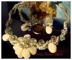 Parure filigrané, avec des perles nacrée et cristales Swarovski : Parure par…