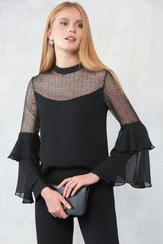 Siyah Yaka Detaylı Bluz