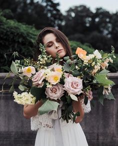 Wishing all brides this weekend moments as lovely as this shoot!  @folchiphotography  @evefloralco = dreamy!
