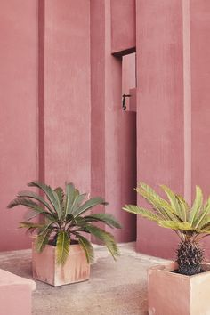 B is for Beyond the Pale Thinking pink at Ricardo Bofill's La Muralla Roja complex in Alicante, Spain. Photographed by Nacho Alegre Dusty Pink, Dusty Rose, Pastel Pink, Pastel Decor, Pink Soft, Pastel Colors, Blush Pink, Murs Roses, Ricardo Bofill
